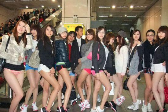 '바지없는 날'타이완 미녀들 반라체로 지하철 탑승 화제